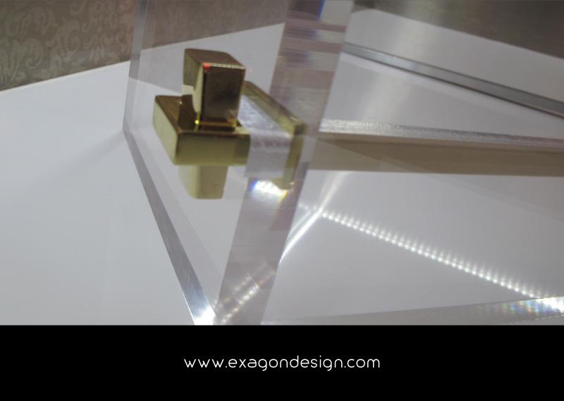 Versace-Plexiglass-Technical-Detail
