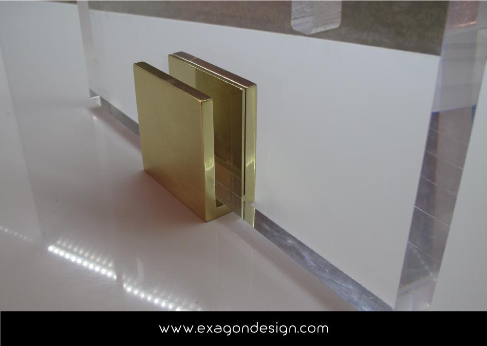 Versace-Tblisi-shop-flying-wardrobe-plexiglas-and-brass-exagon-design_08