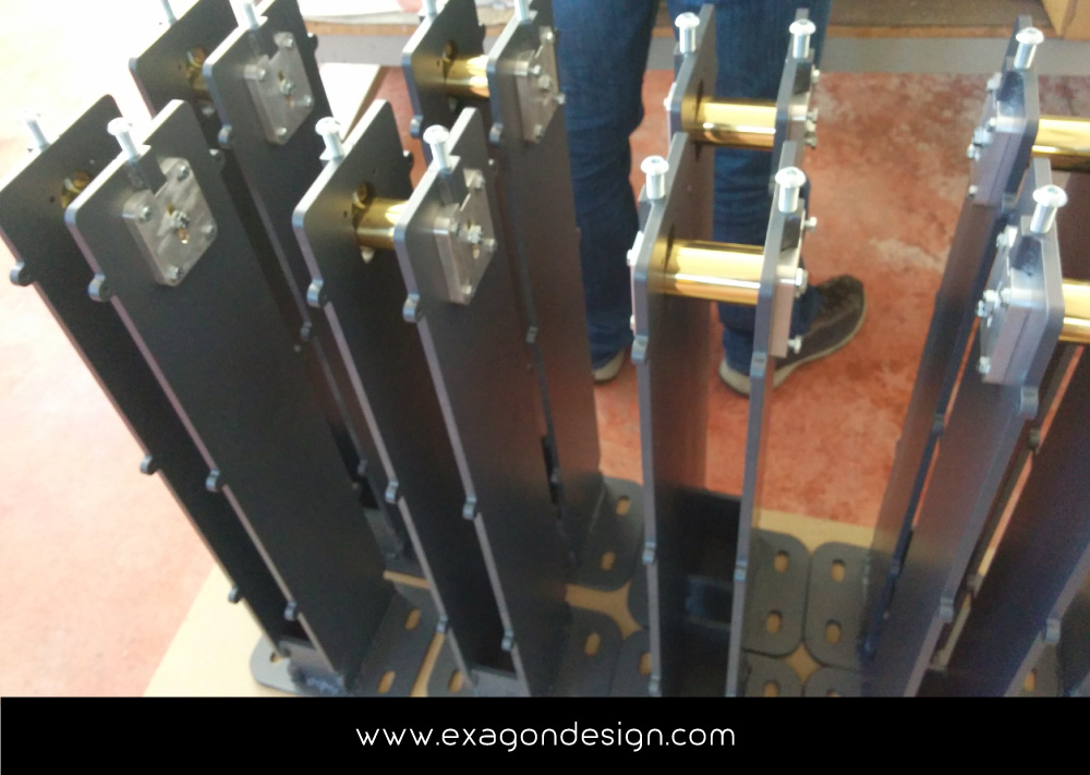 Versace-Tblisi-shop-flying-wardrobe-plexiglas-and-brass-exagon-design_13
