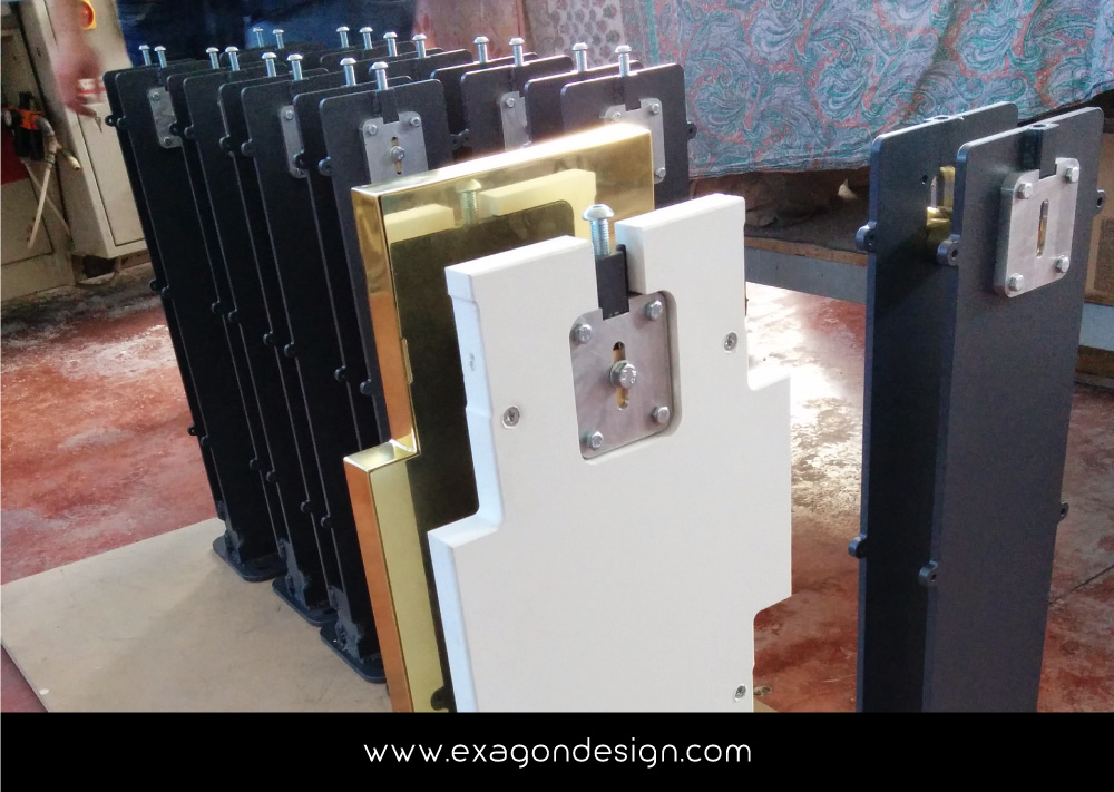 Versace-Tblisi-shop-flying-wardrobe-plexiglas-and-brass-exagon-design_15
