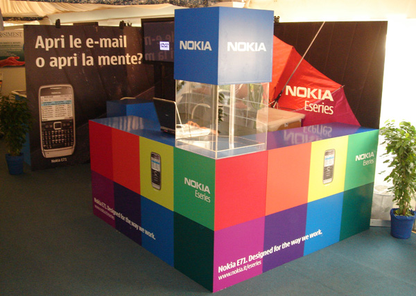 Stand_Nokia_Color_exagon_design_01-01