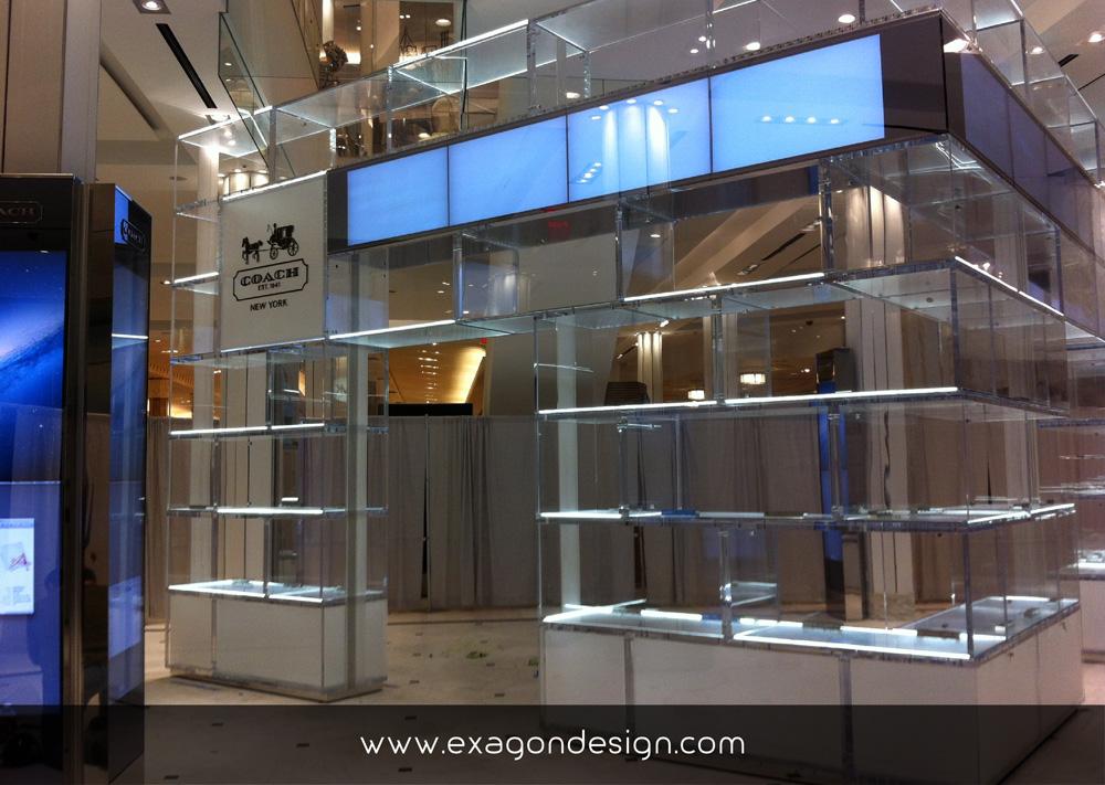 Coach-oma-shop-wall-showcase-plexiglas-exagon-design_01