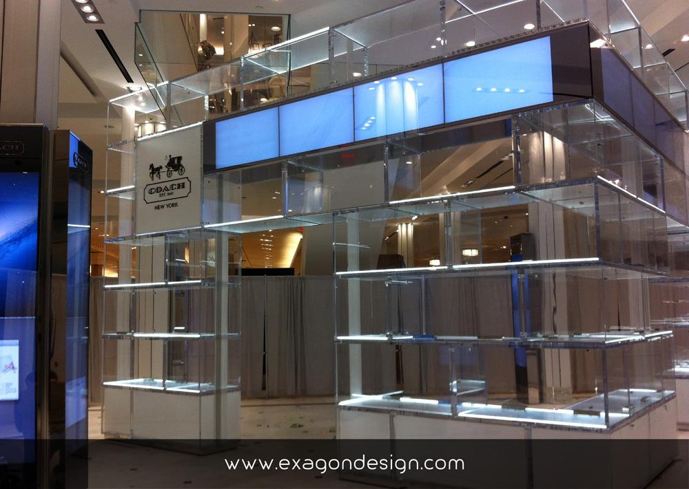 Coach-oma-shop-wall-showcase-plexiglas-exagon-design_04
